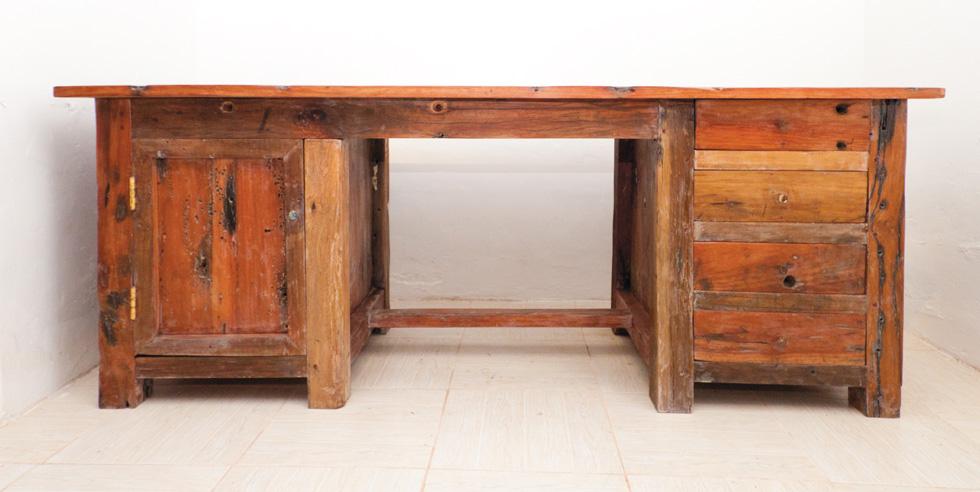 Dhow Desk Sebus